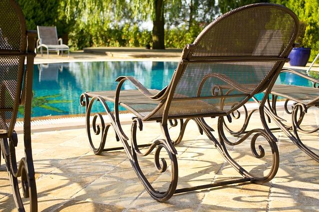 Letní sezona si žádá osvěžení. Proč si pořídit zahradní bazén? A jaký?
