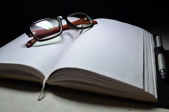 brýle na zápisníku.jpg
