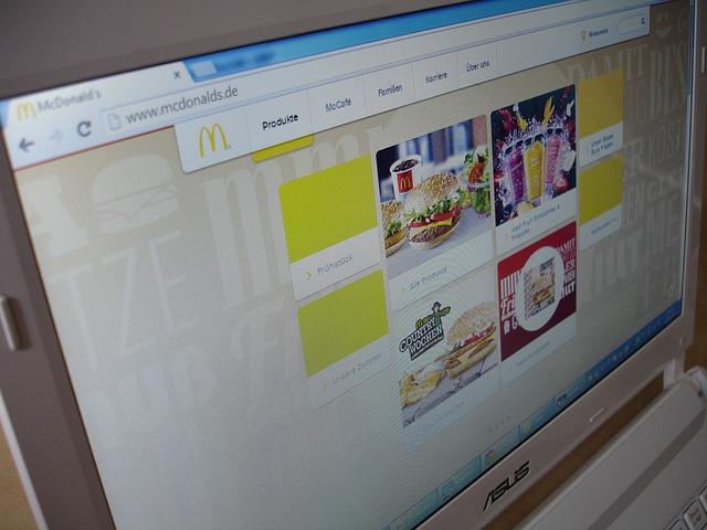 monitor z úhlu.jpg