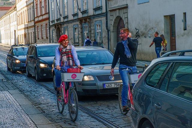 město, ulice, cyklisté