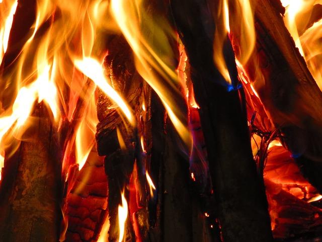 hořák bioetanolu zabudovaný v nábytku